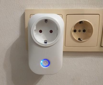 Умная розетка на страже вашего дома: да будет свет!