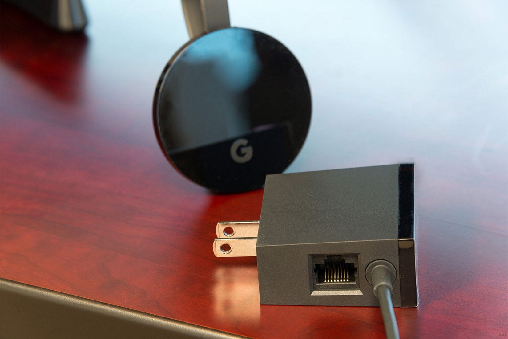 Что такое Chromecast и как это работает – описание медиаприставки