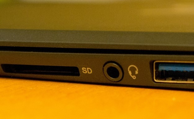 Смежный порт на ноутбуке для наушников и микрофона