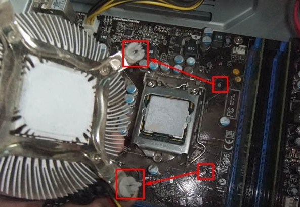 Отркучиваем кулер от процессора