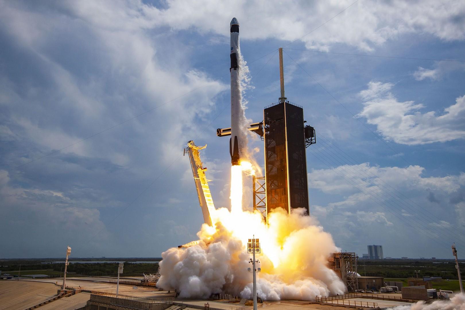 Теперь спутники Илона Маска не будут пугать бабушек