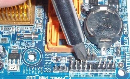 Компьютер не включается, но вентиляторы системного блока работают: 5 причин и решений